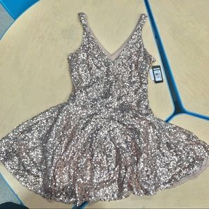 """💫BNWT Guess """"Eloise"""" Gold Gold Sequined Dress ⭐️"""